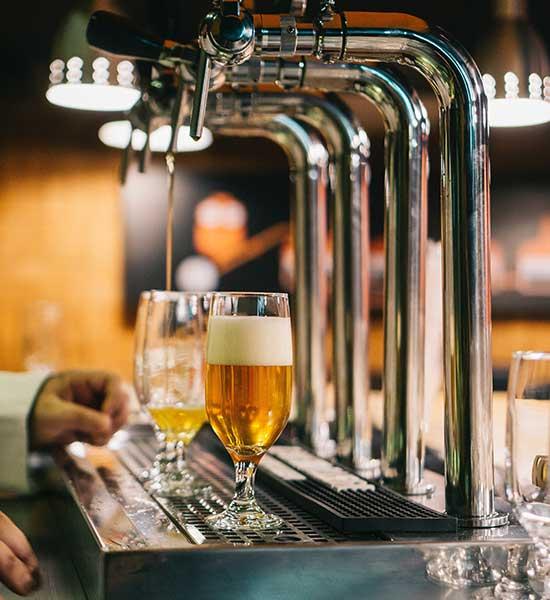Alquile un bar de cócteles, cerveza de barril y mucho más