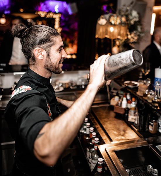 Contratar a un barman para una fiesta de empresa
