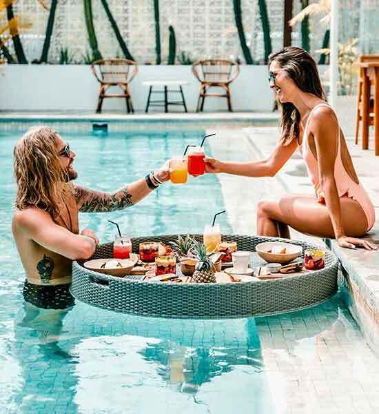 Fiesta en la piscina - Alquila un bar y un barman